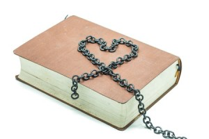 decluterring-your-bookshelves